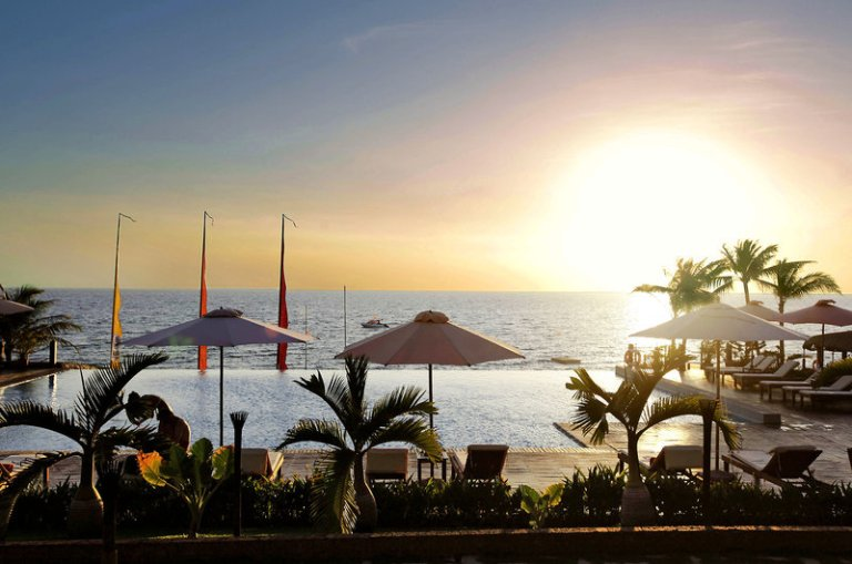 Centara Beach Resort & Spa