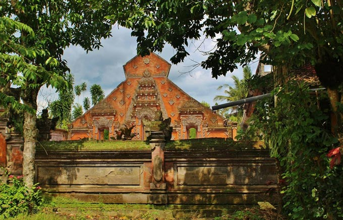 Ancient Temples, Species and Moon of Pejeng (Visit to Ubud and Bird Park), Indonesien